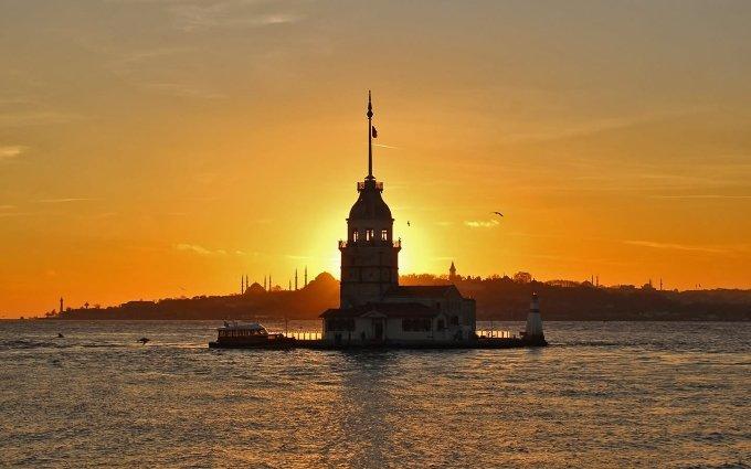 Puesta de sol en Estambul | MCAN Health trasplante capilar Turquía