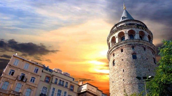 Torre de Gálata | MCAN Health trasplante capilar Turquía